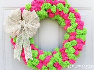 Easy Pom Pom Yarn Wreath